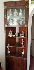 Beautiful Corner Curio/Display Shelf