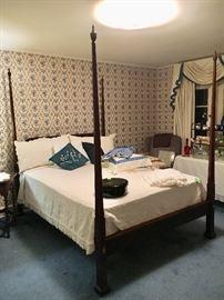Queen Henkel Harris pencil post bed in beautiful condition
