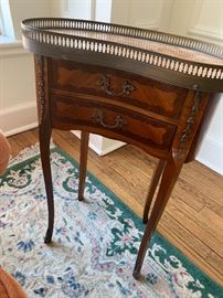 Pair of marble top gallery tables in excellent condition