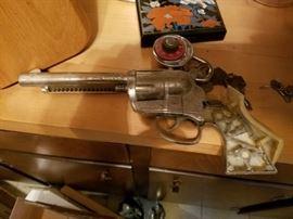 toy cap pistol
