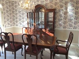 Thomasville dining room set 6 chairs Two leaves,  one server, hutch and buffet.