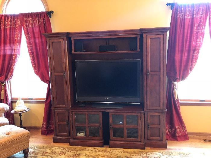 Adjustable cabinet!!! Can be adjusted to fit a larger tv