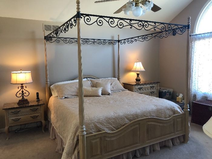 Thomasville bedroom set, like new condition!!