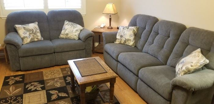 LA Z BOY matching sofa/recliner and love seat/ recliner in like new condition