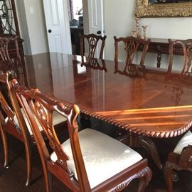 Gorgeous mahogany dining table and 8 chairs