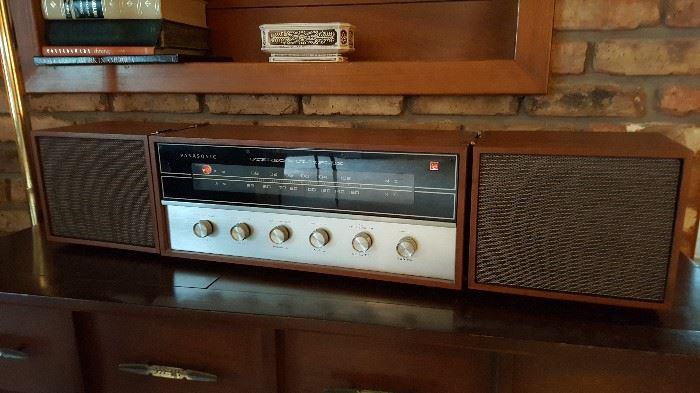 Vintage 2-speaker Panasonic stereo 100% functioning