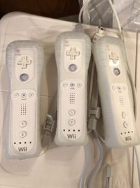 WII White Console Game System with Remotes, Balance and Games