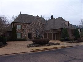 Beautiful home on Memphis National Golf Course next to Haile's Plantation off Forrest Hill Irene