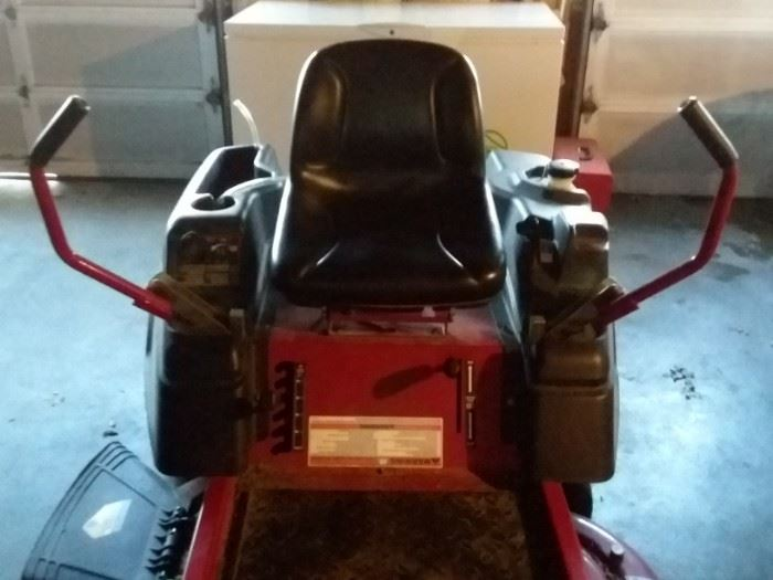 """Murray MZ 2142 Zero Turn Mower 26"""" inch deck purchased in 2012 for $2,600 and only 160 hours"""