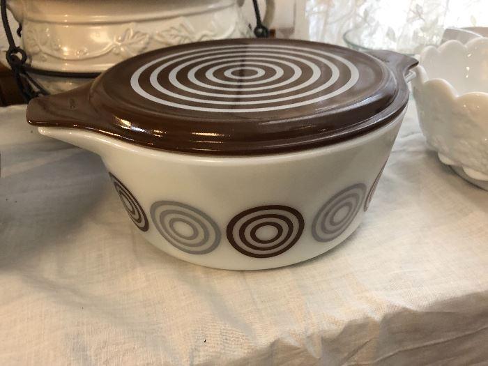 Vintage Pyrex Cosmopolitan Bullseye Casserole dish with lid