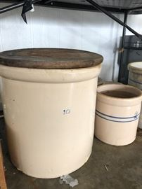 Large early 1900's stoneware crock 10 gallon storage jar with wooden lid