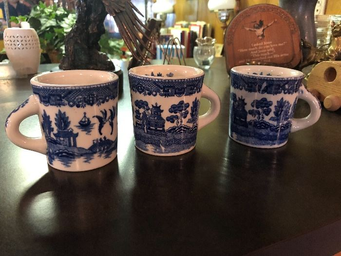 Vintage blue willow dinnerware coffee mugs, made in Japan