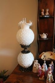Vintage Fenton Silvercrest Spanish Lace Gone with the wind style lamp