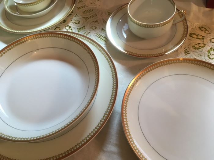 Service for 8 Limoges china by Haviland & Co., with platters and oval vegetable dish