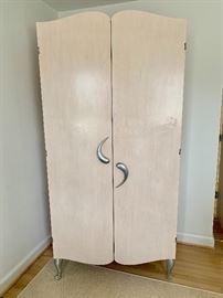 Theodores armoire