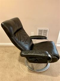 Contemporary leather office chair/recliner (1)