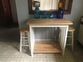 this is cute. table and two stools