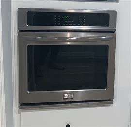 "Like New Built-in Frigidaire 27"" Wall Oven.  FGEW2765PF"