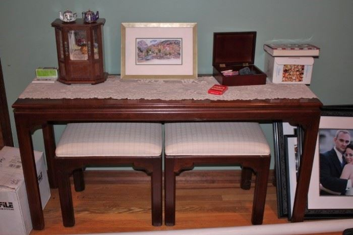 Console Table with 2 Benches and Decorative Items