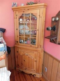 Thomasville Corner Cabinets(Pair)
