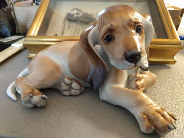 An SS-Allach made basset hound figurine, by Professor Theodor Kärner, Germany.
