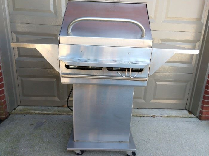 Get that true outdoorsy feeling with this stainless steel propane outdoor grill. It's on wheels, so getting it to follow you home is easy!