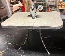 Mid century modern, formica top, kitchen table with scalloped edges, leaf, and metal legs