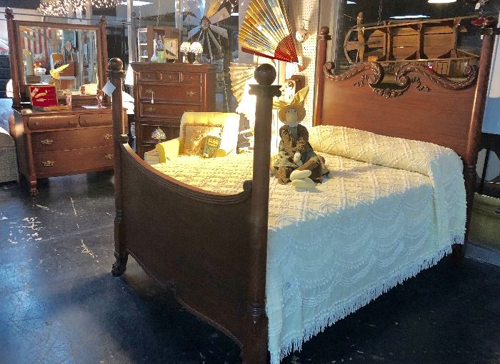 A look at the complete vintage bedroom set