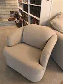 #10Swivel Chair - cream $75.00