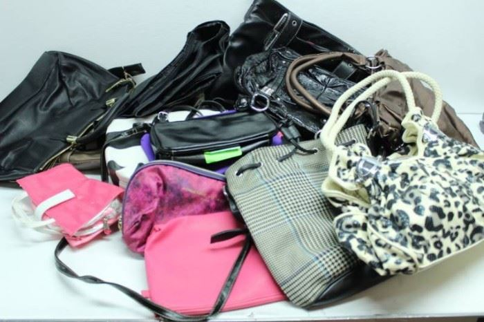 LOT OF MIX HANDBAGS