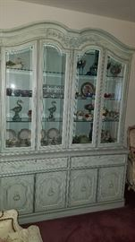 Thomasville French Provincial style china cabinet