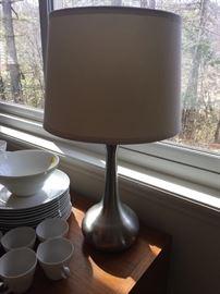 Bulb-shaped metal base Table Lamp