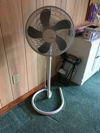 Standing oscillating Fan