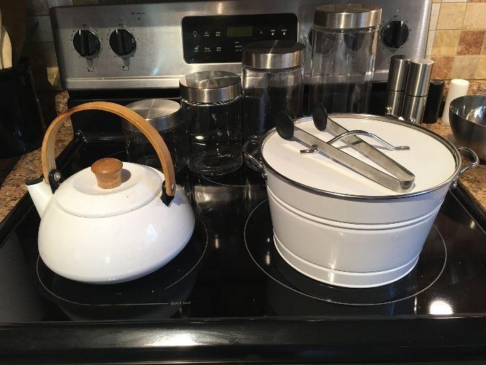 More kitchenware