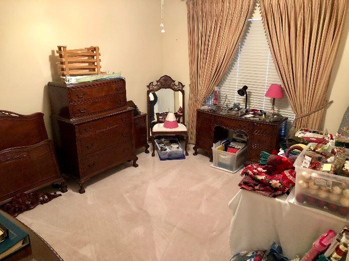 Antique Mahogany Twin Bedroom Set