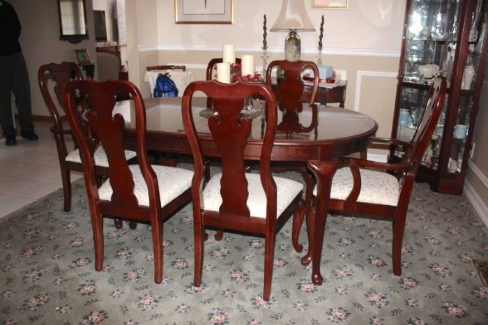 Pristine Queen Anne Dining Room Table and 6 Chairs and Curio