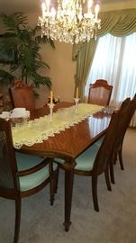 Dining Table with 2 Leaves & Six Chairs Broyhill