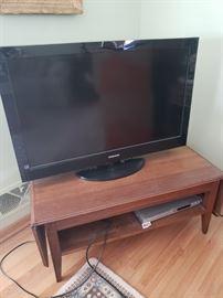 Flat screen TV; fun drop leaf console/coffee table; DVD player