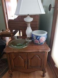 Cute end table; marble-based lamp; pottery; green glass bowl
