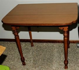 ANTIQUE FANCY DROP LEAF SIDE TABLE