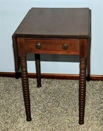 ANTIQUE SPOOL LEG ONE DROP LEAF STAND