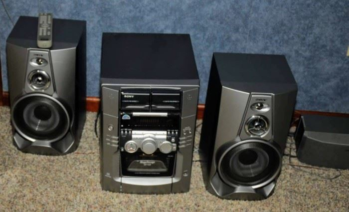NICE SONY PORTABLE STEREO AND SPEAKERS