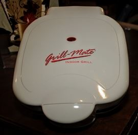 LARGE INDOOR GRILL ~ GRILL MATE ~ FAR NICER THAN A FORMAN GRILL