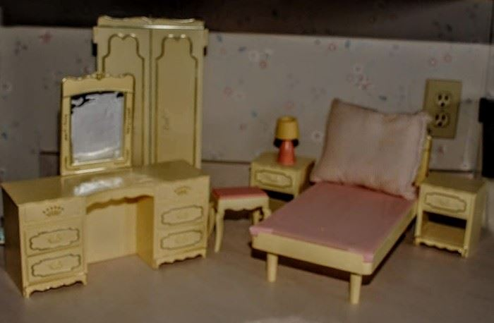 BARBI'S  BEDROOM FURNISHINGS