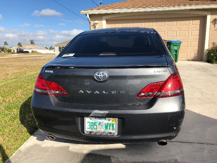 2009 TOYOTA AVALON LIMITED  BRAND NEW TIRES  99500 miles ( nothing for a Toyota)  26 mph around town  29 mph highway  $6500 OR BEST REASONABLE OFFER