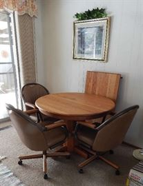 """OAK 40"""" ROUND DINETTE SET W/4 MATCHING CHAIRS. INCLUDES EXTRA TABLE  LEAF"""