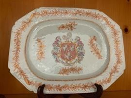 Chinese Amorial platter bearing the arms of the Bennet merchant family of late 18th century, Finsbury London.