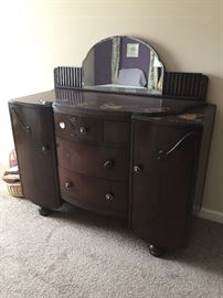 Beautifil mahogany dresser with removable mirror.