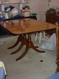 Stunning Duncan Phyfe 3 leg drop leaf table with three leaves