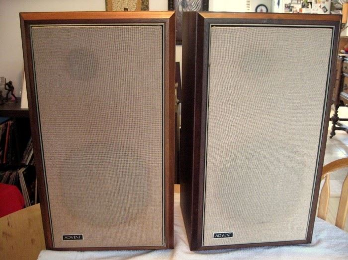 LARGE 1970s ADVENT SPEAKERS IN WALNUT CASE!!!